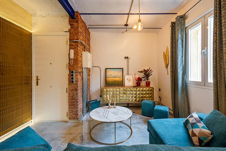 Sala de estar moderna en una rehabilitación de piso en Madrid. OOIIO Arquitectura Salones de estilo ecléctico Ladrillos Multicolor