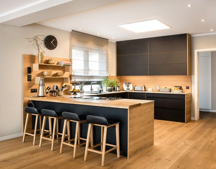 CONSCIOUS DESIGN - INTERIORS Cucina attrezzata Legno Nero