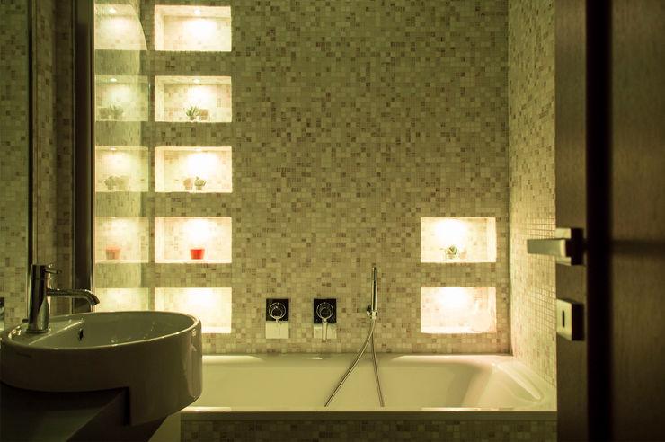 OPA Architetti Baños modernos Cerámico Amarillo