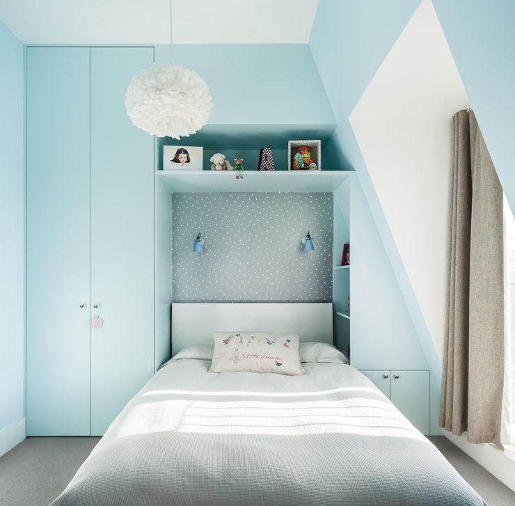 Kid's bedroom EMR Architecture Recámaras eclécticas Azul