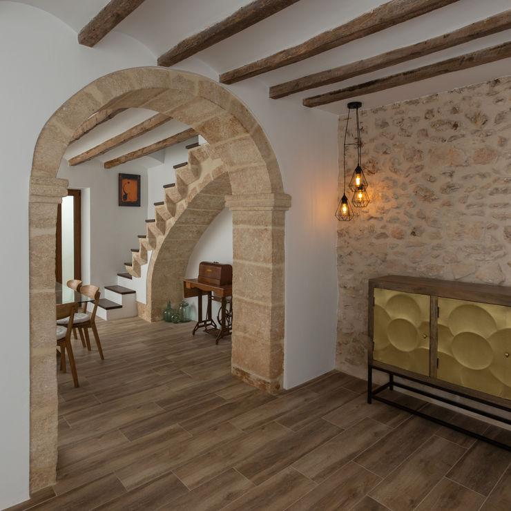 HoffmannWehr | Arquitectura & diseño interior Soggiorno in stile rustico