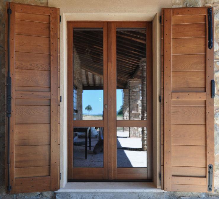 Finestre e Portefinestre Falegnameria Fosca Finestre in legno Legno Effetto legno