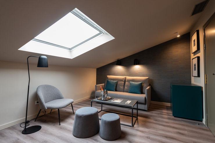 Habitación abuhardillada DyD Interiorismo - Chelo Alcañíz Hoteles de estilo moderno Bambú Azul