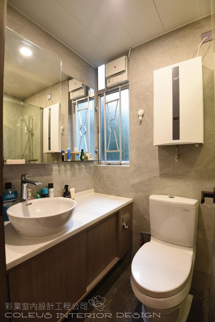 彩葉室內設計工程公司 Modern bathroom Plywood Wood effect