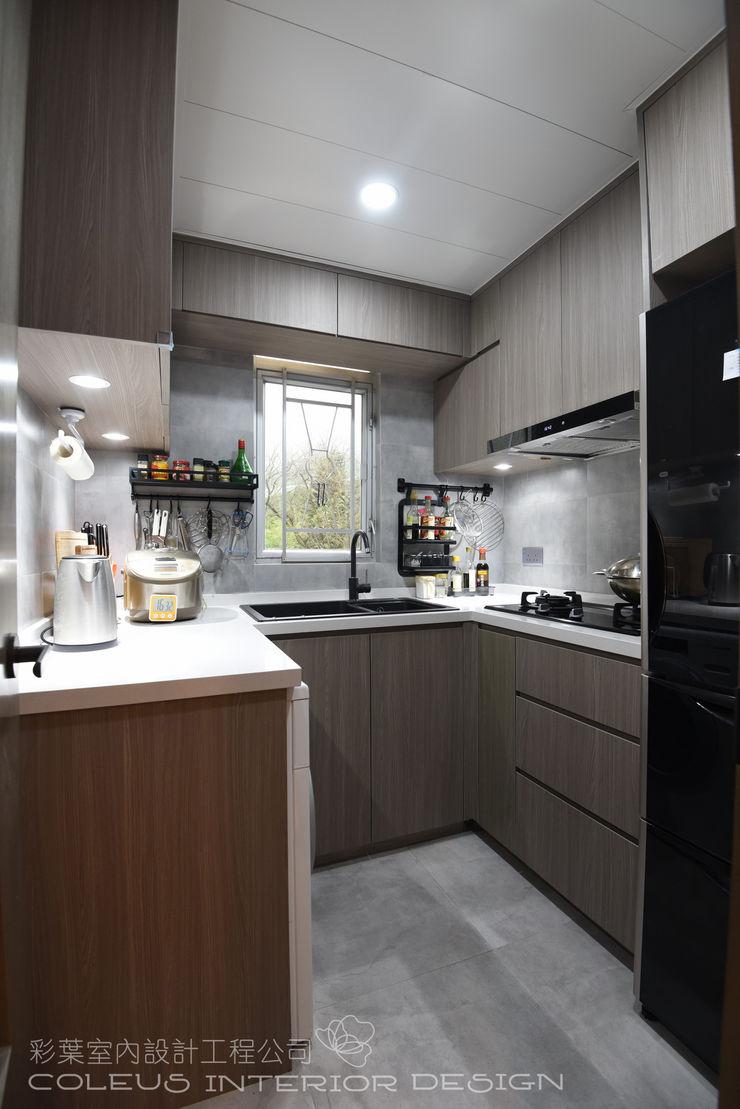 彩葉室內設計工程公司 Modern kitchen Plywood Wood effect
