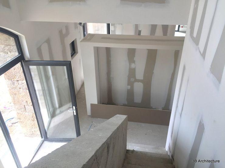 Vue de l'espace d'entrée 3B Architecture Couloir, entrée, escaliers modernes Blanc