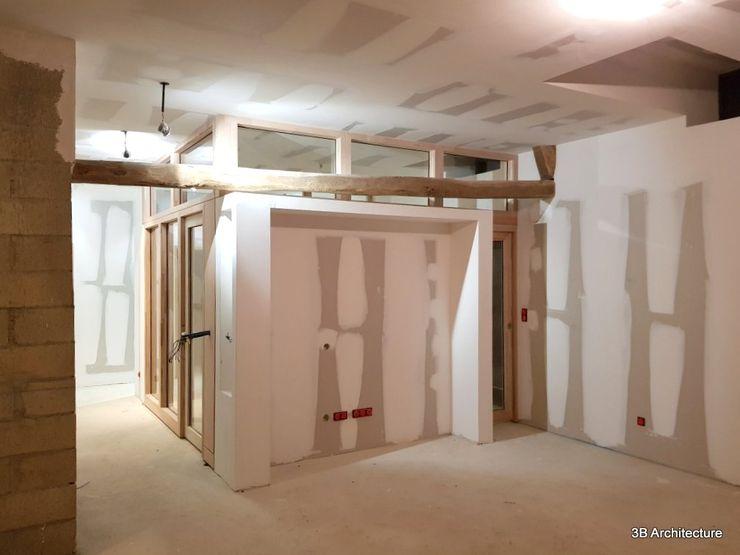 Vue du volume du bureau depuis le séjour 3B Architecture Salon moderne