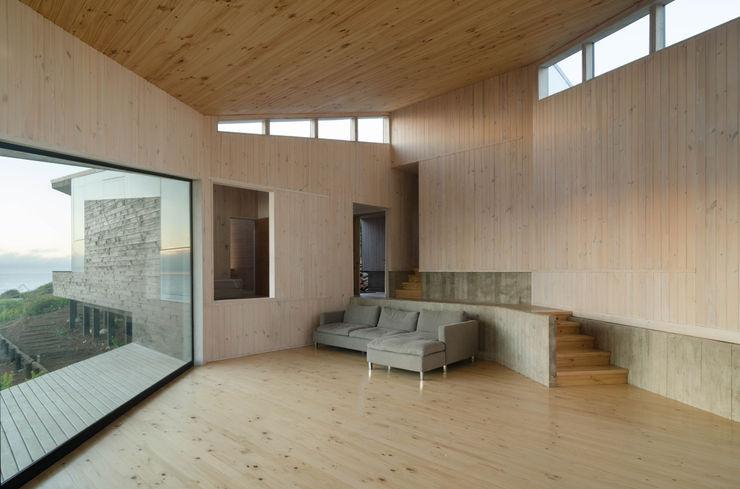 interior Whale! Livings de estilo minimalista