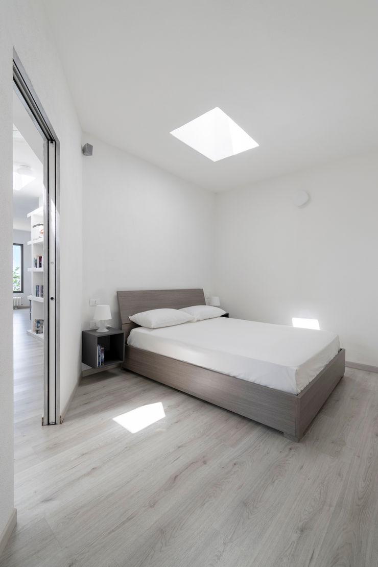 Casa con panorama MAMESTUDIO Camera da letto minimalista