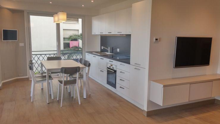 Un appartamento vista mare a Mentone Sara Togni Cucina attrezzata