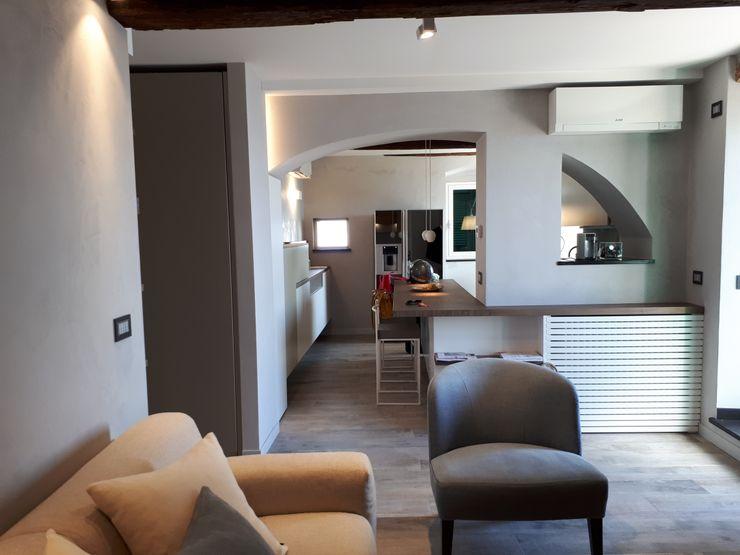 soggiorno con cucina Miria Uras architettura & design Soggiorno moderno Cemento Grigio