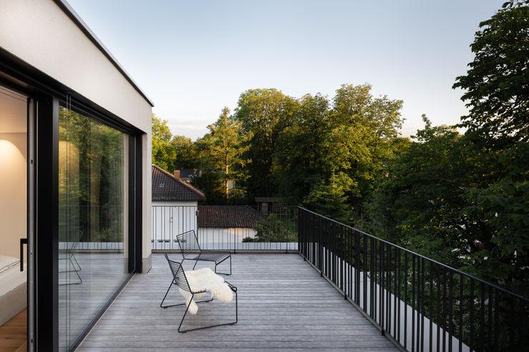 Balcony / Terrace Jonathan Sage Photography Balkon Holz Braun