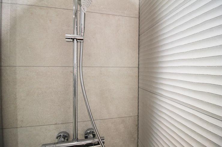 APPARTEMENT A SOUFFELWEYERSHEIM Agence ADI-HOME Salle de bain moderne Grès Gris