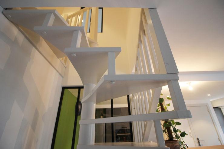 APPARTEMENT A SOUFFELWEYERSHEIM Agence ADI-HOME Escalier Bois d'ingénierie Blanc