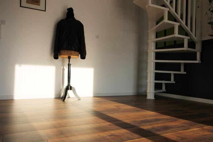 APPARTEMENT A SOUFFELWEYERSHEIM Agence ADI-HOME Salon moderne Bois Bleu