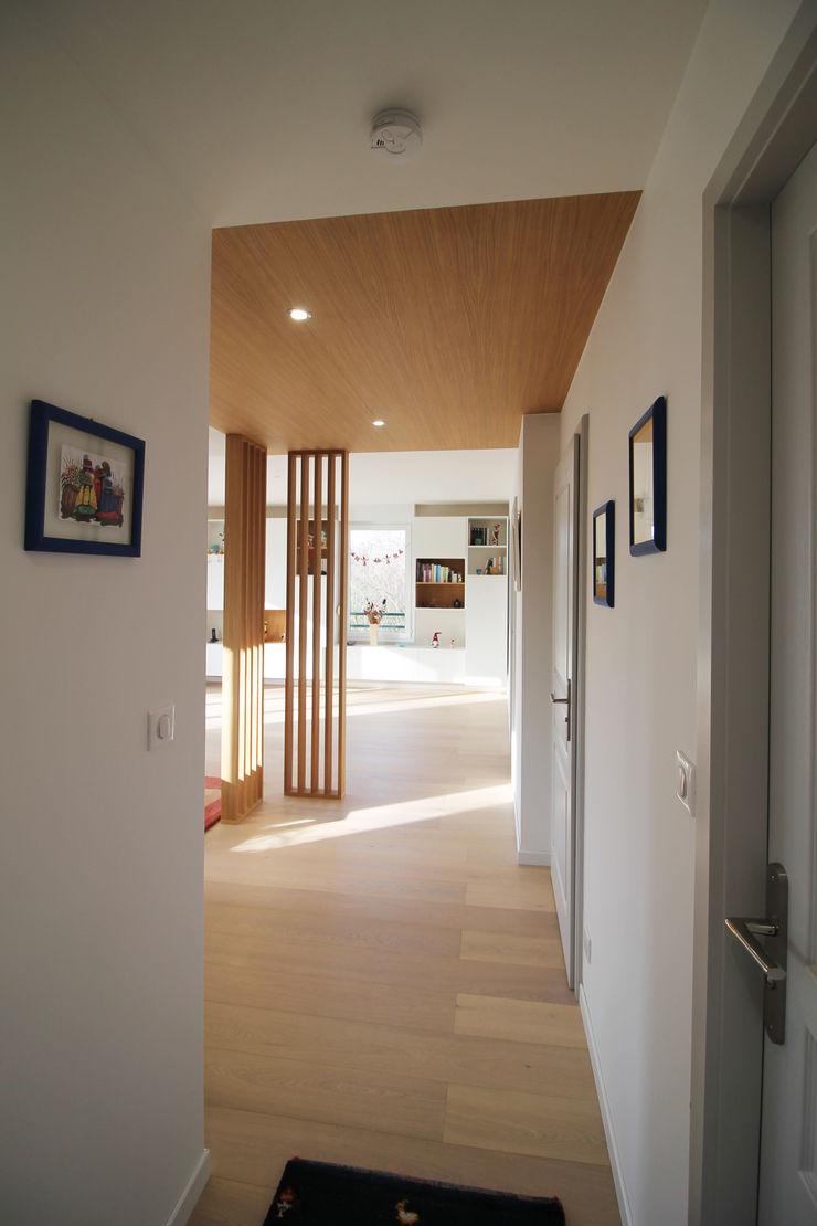 APPARTEMENT A HAGUENAU Agence ADI-HOME Couloir, entrée, escaliers modernes Bois Effet bois