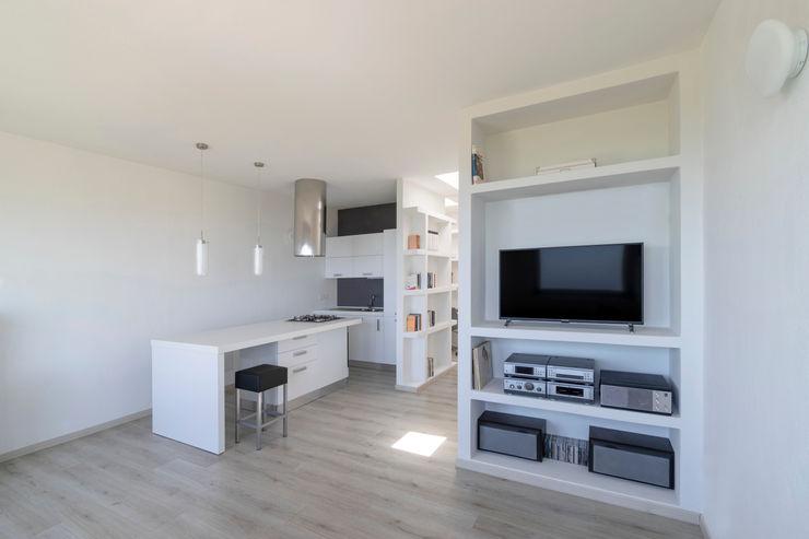 Casa con panorama MAMESTUDIO Soggiorno minimalista