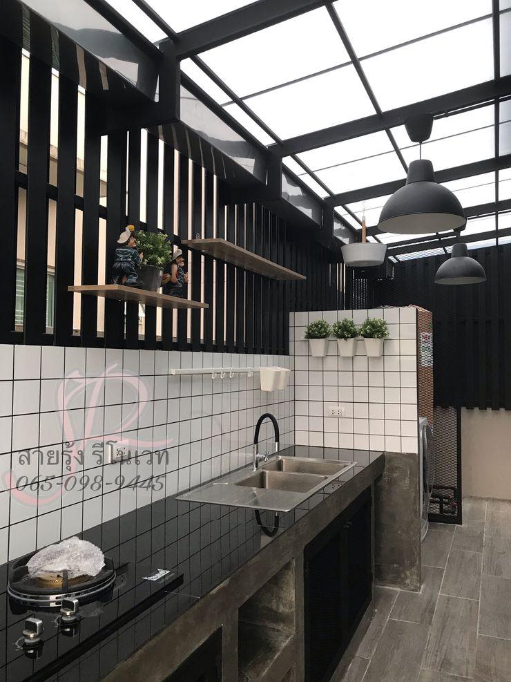 สายรุ้งรีโนเวท Small kitchens Tiles Black