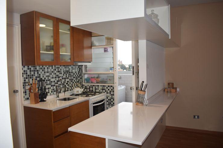 Departamento Lamarca - Cocina 01 D4-Arquitectos Cocinas pequeñas Madera Blanco
