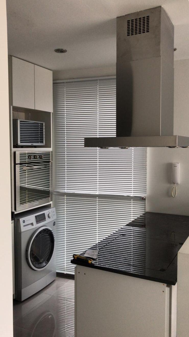 D4-Arquitectos Cozinhas pequenas Vidro Branco
