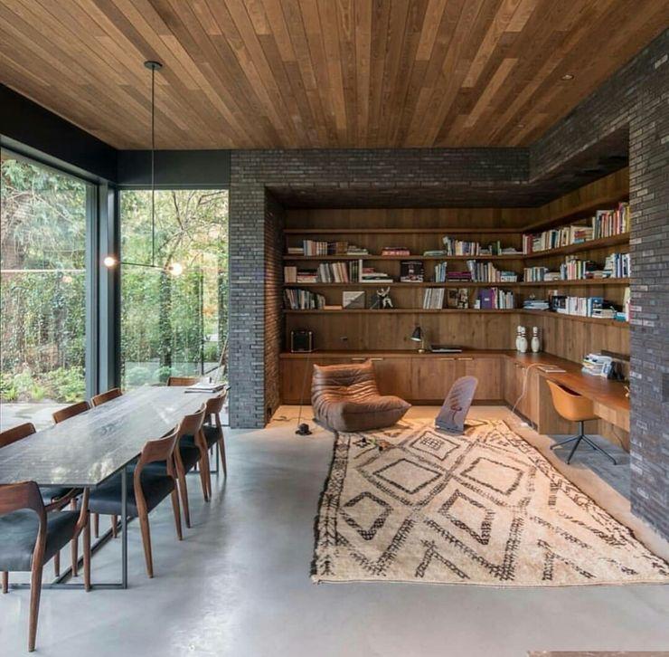 Casa in legno passiva Green Living Ltd Sala da pranzo moderna Legno massello