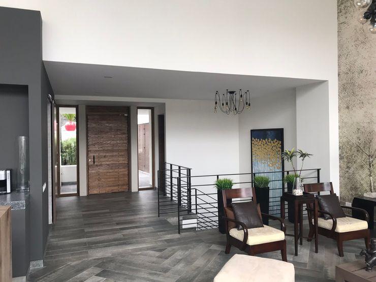 CASA EN LOMAS DE LAS PALMAS XR ARQUIQUALITA Pasillos, vestíbulos y escaleras minimalistas