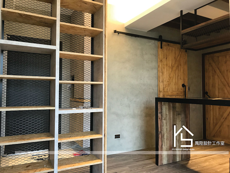 禹陞設計工作室 Industrial corridor, hallway & stairs Wood Grey