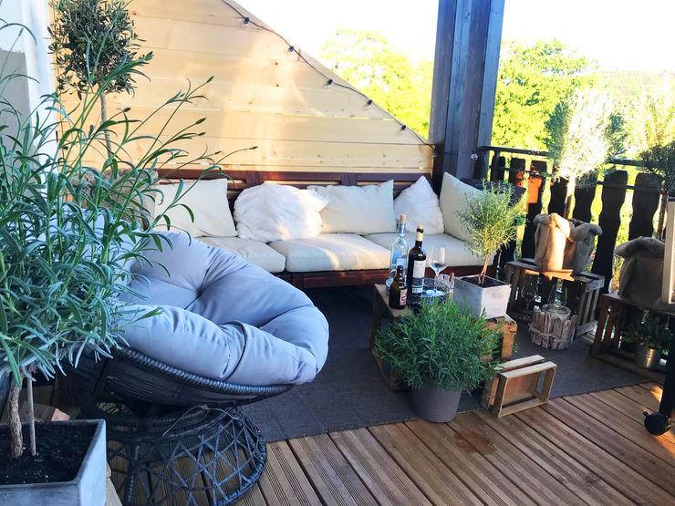 Realisierung einer Wohnung im industriellen Stil: La mila Interior Design Balkon