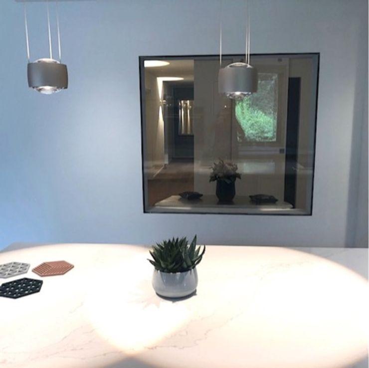 Wandausschnitt verglast LU Estate GmbH Moderne Wände & Böden Glas Grau