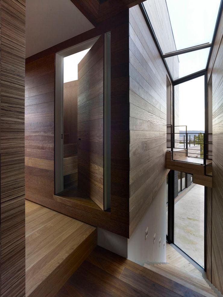 casa fatta con containers navali Green Living Ltd Ingresso, Corridoio & Scale in stile moderno
