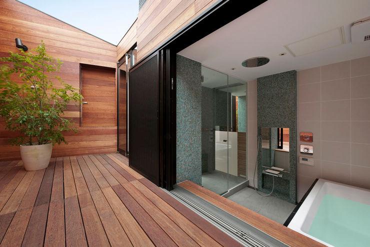 casa fatta con containers navali Green Living Ltd Giardino d'inverno moderno