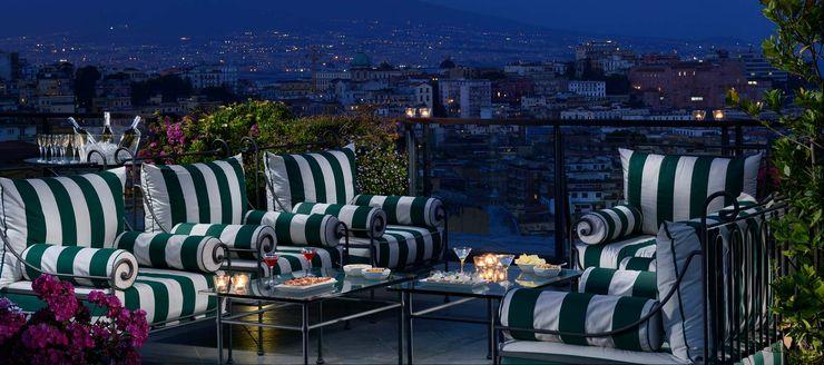 Relaxed by beauty VillaDorica Balcone, Veranda & TerrazzoMobili Ferro / Acciaio Verde