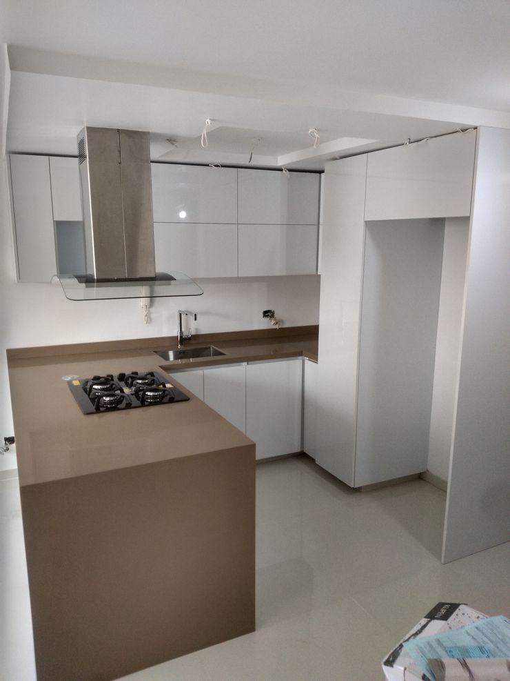 Proyecto de cocina realizado en bochalema en la ciudad de cali en la unidad las cascadas de la bocha Cocinas integrales AC CocinaAlmacenamiento y despensa