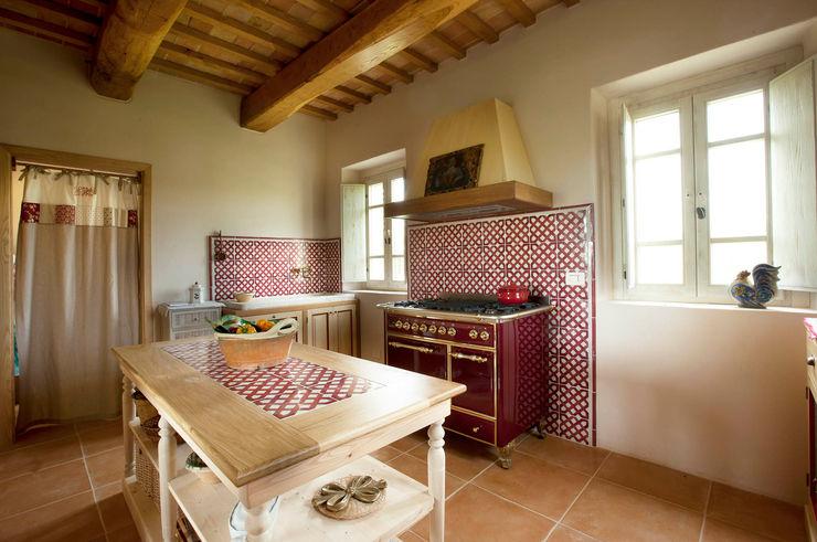 CUCINE DESIGN - Ceramiche smaltate Domenico Mori Cucina attrezzata