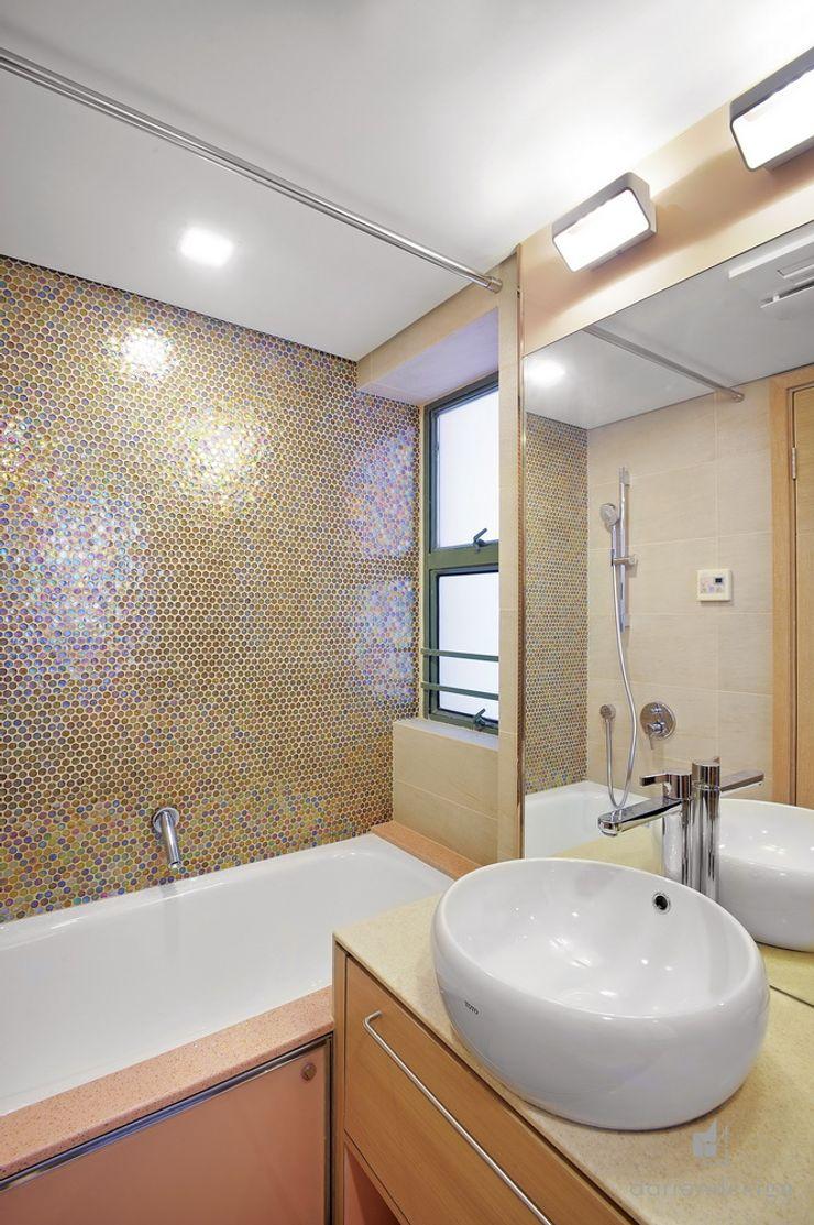 Bathroom Darren Design & Associates 戴倫設計 Modern bathroom Bricks Amber/Gold