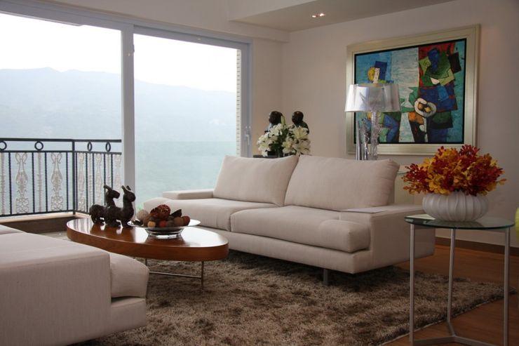Living Room-Sea View Darren Design & Associates 戴倫設計 Modern living room Wood-Plastic Composite White