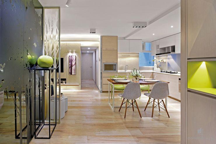 Dining Room and Open Kitchen Darren Design & Associates 戴倫設計 Modern dining room Wood White