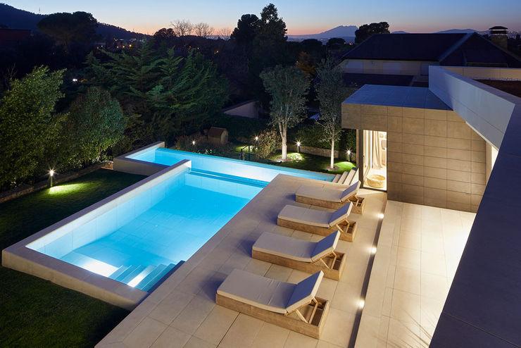 Cuando la piscina es un espacio encantador ROSA GRES Piscinas de jardín