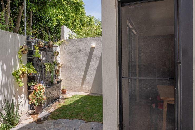 Inmobiliaria Punto 30 Colonial style garden