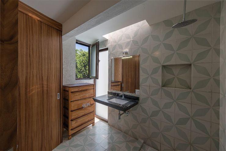 Inmobiliaria Punto 30 Colonial style bathroom