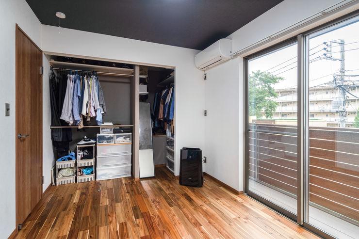 2階主寝室 鈴木賢建築設計事務所/SATOSHI SUZUKI ARCHITECT OFFICE モダンスタイルの寝室