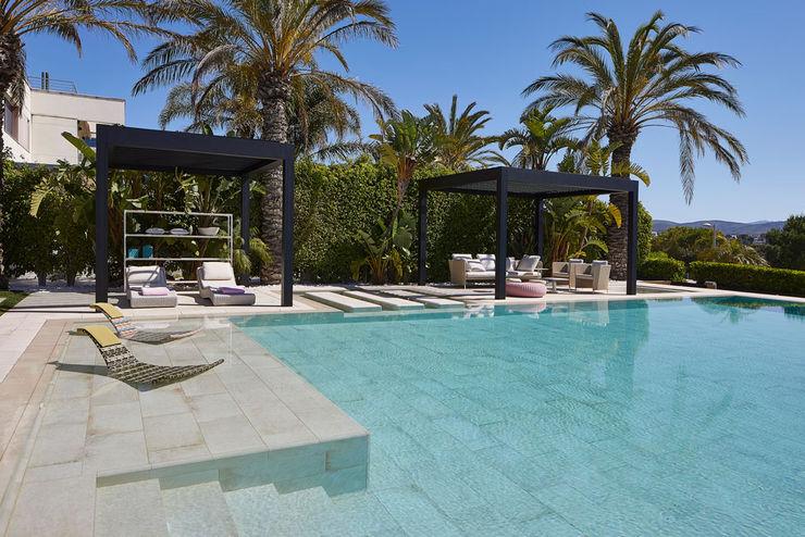 Escaleras sumergidas en la piscina ROSA GRES Piscinas de jardín Cerámico Beige