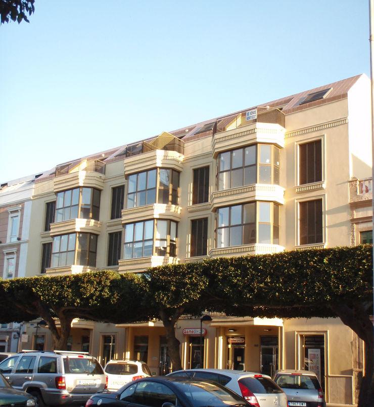Edificio del local comercial Ana Cabo Espacios comerciales de estilo moderno Aluminio/Cinc Beige