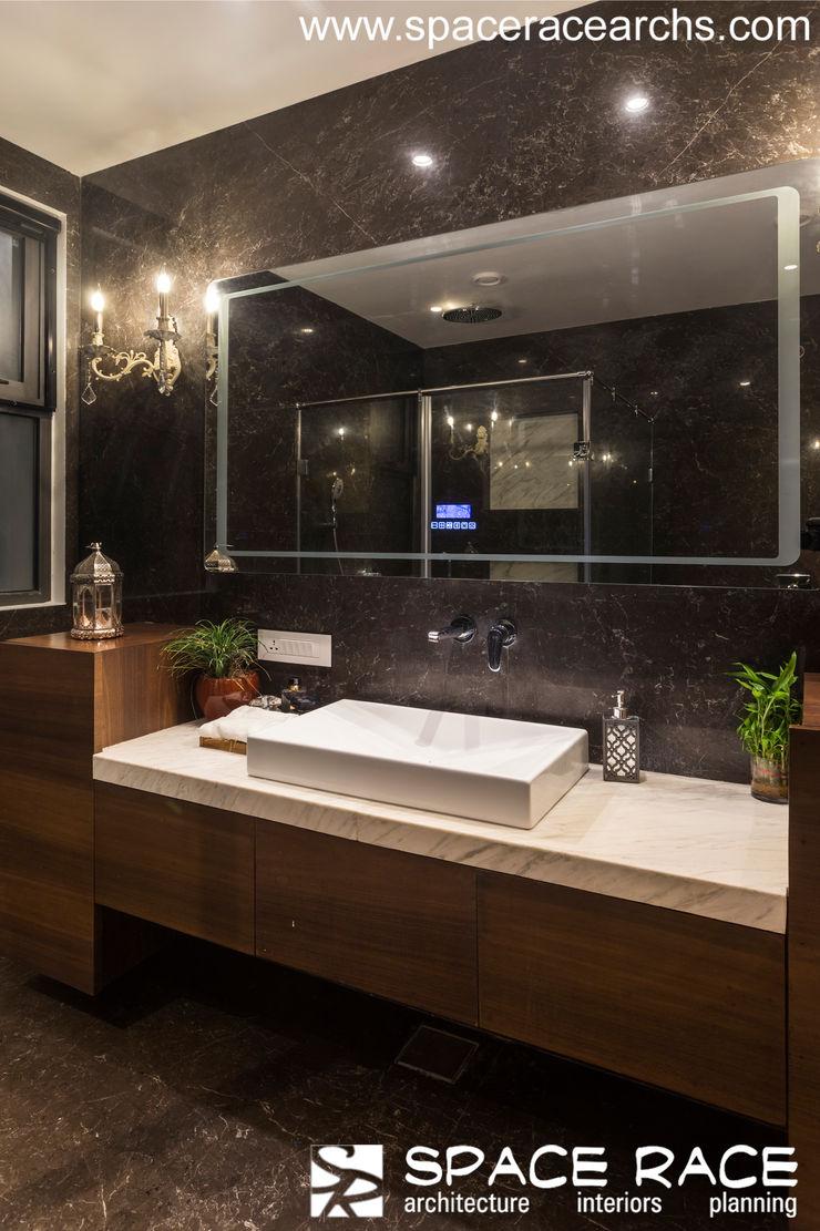 TOILET SPACE RACE ARCHITECTS Minimalist bathroom