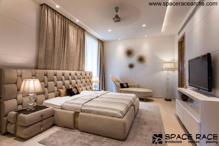 MASTER BEDRROM GROUND FLOOR SPACE RACE ARCHITECTS Minimalist bedroom