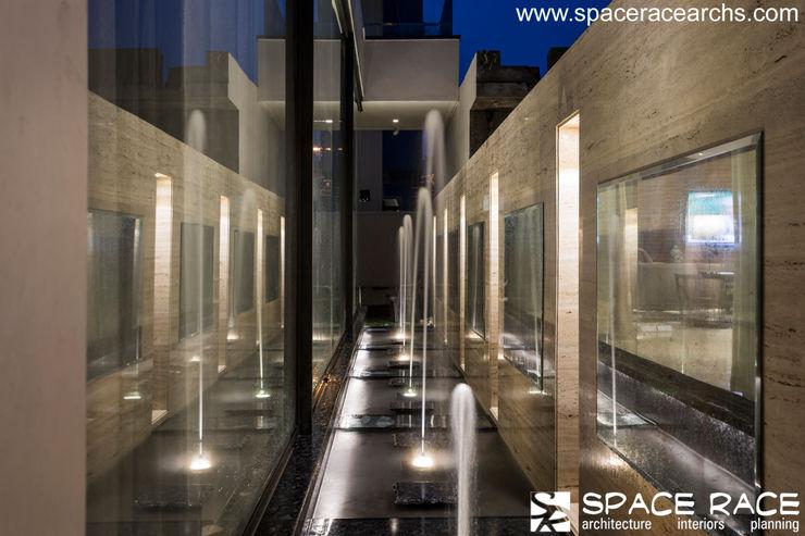 WATERBODY SPACE RACE ARCHITECTS Minimalist pool
