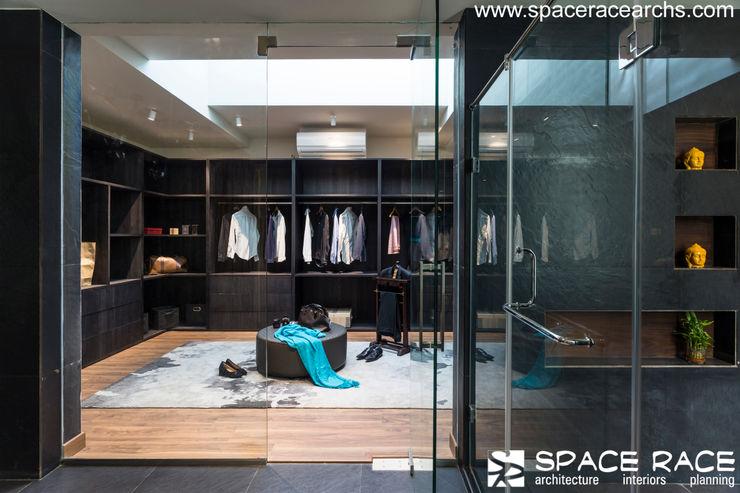 WALK IN CLOSET SPACE RACE ARCHITECTS Minimalist dressing room