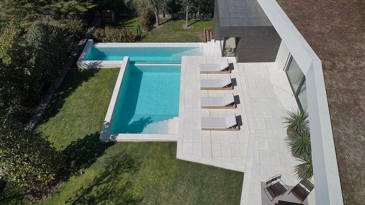 La coordinación estética se consigue con un solo color ROSA GRES Piscinas de jardín Cerámico Blanco