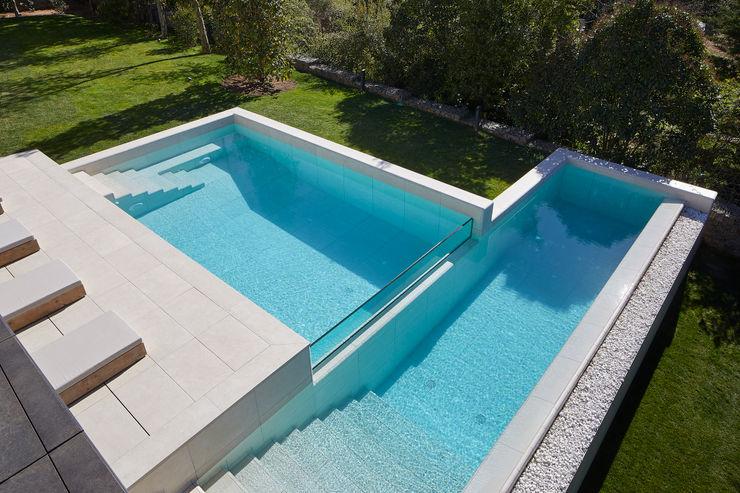 Las escaleras de gres porcelánico son una gran solución ROSA GRES Piscinas de jardín Cerámico Blanco