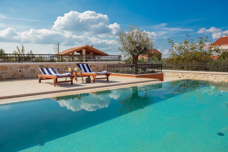 Elige el material más resistente para construir piscinas ROSA GRES